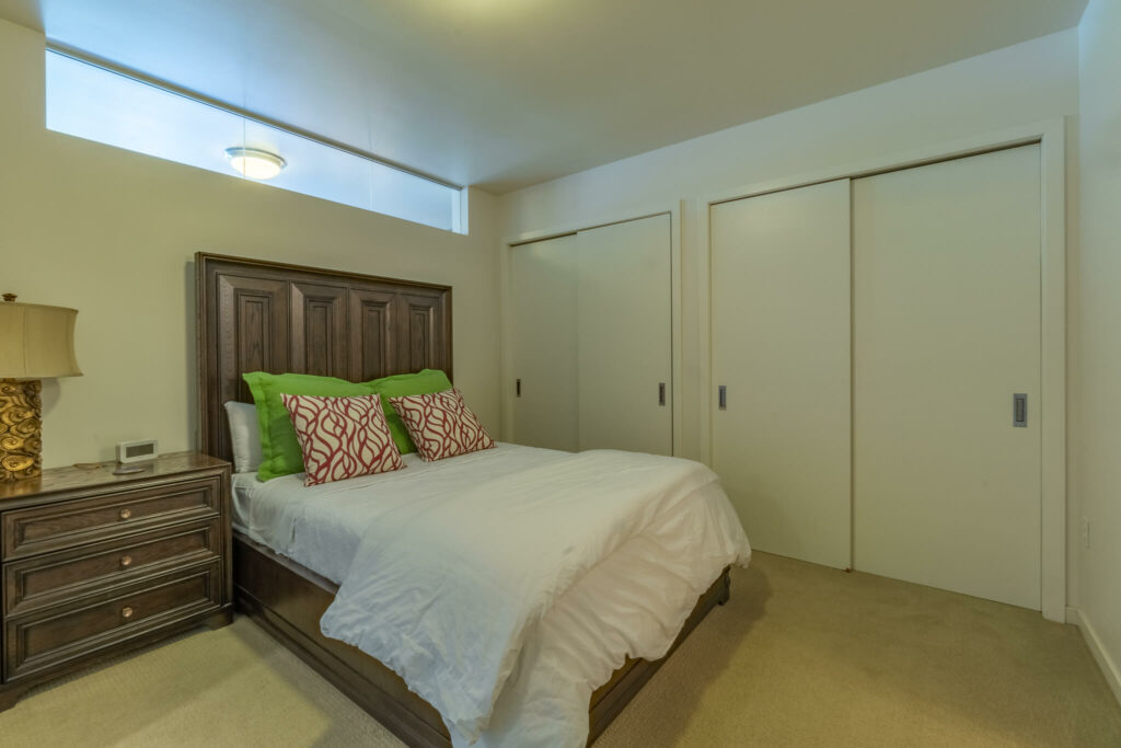 bedroom-with-large-closets