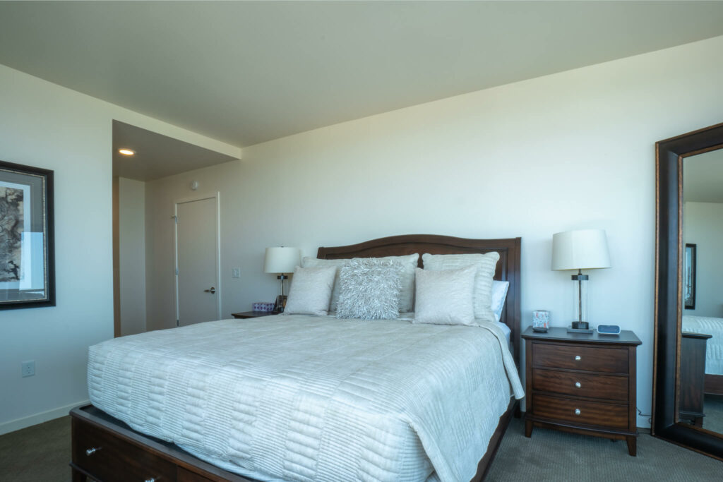 large-bedroom-with-queen-bed